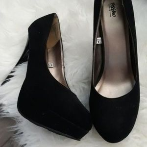 MOSSIMO BLACK 9 VELVETEEN HIGH HEELS